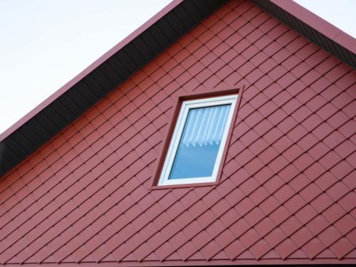 Fassadenverkleidung mit Prefa Wandraute, 20x20, rot